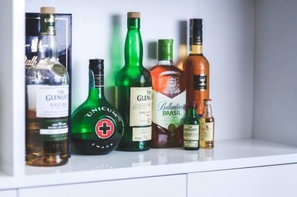 ウイスキー 投資 関連銘柄