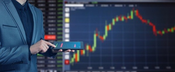 日銀 物価上昇率 2%金融緩和 影響