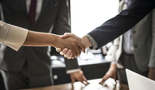 投資顧問ID 報道関係者との特別なコネクション